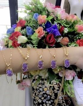 Có nên mua trang sức mạ vàng không?