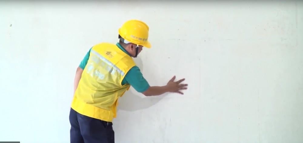 Đảm bảo bề mặt tường phẳng cho thi công