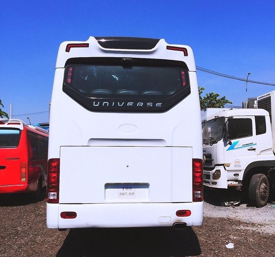 Đuôi xe khách Hyundai Universe 47 chỗ