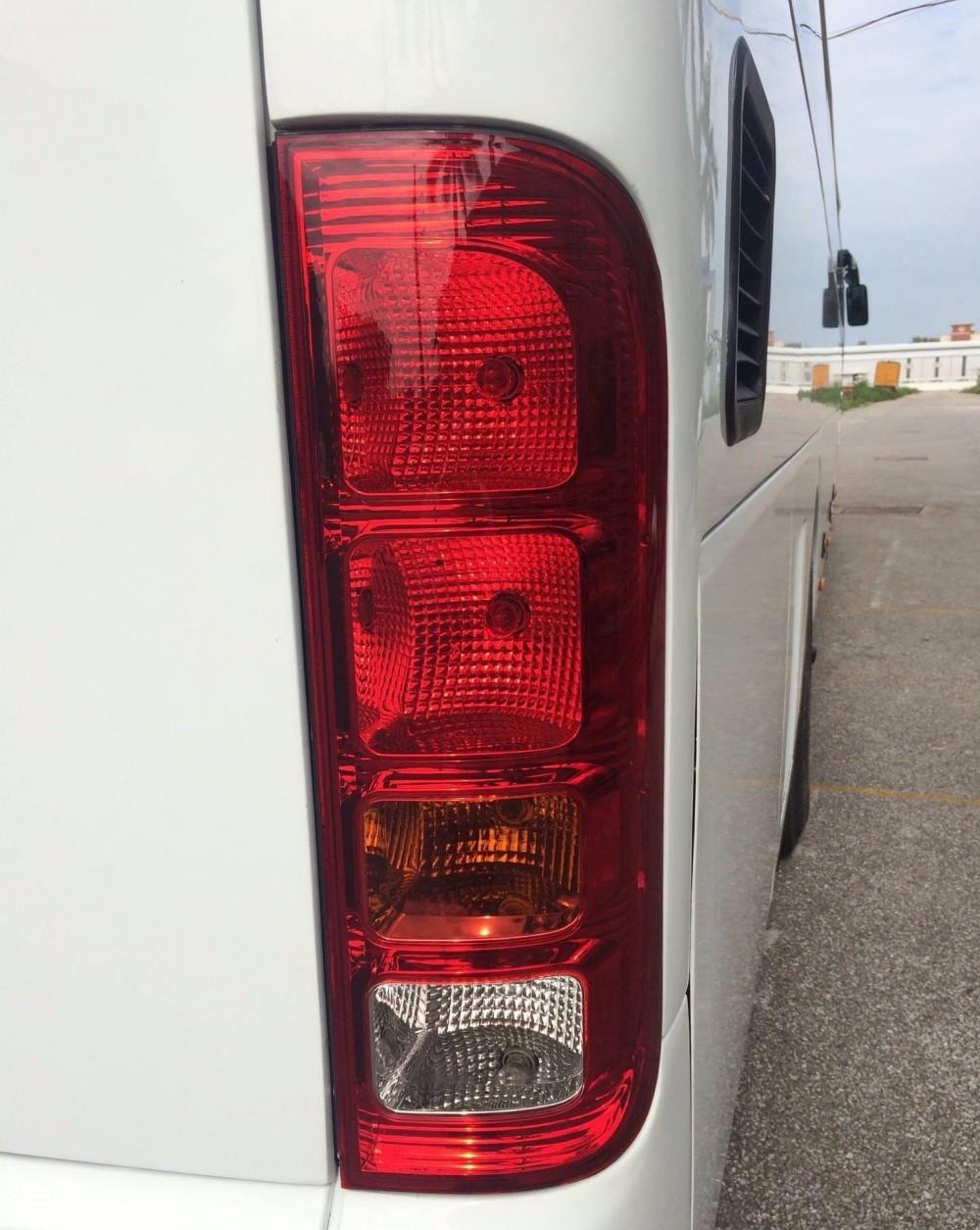 Đèn pha sau của xe