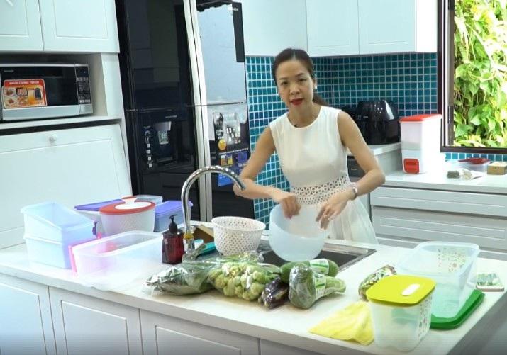 Đánh giá Hộp bảo quản thực phẩm Tupperware của nhà Báo Khánh Vân