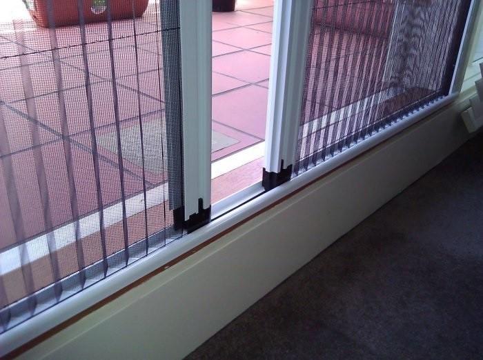 Có nên lắp cửa lưới chống muỗi không?