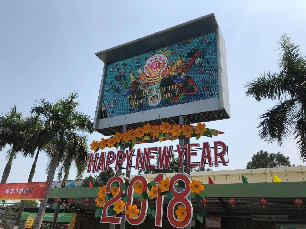 Lắp đặt màn hình Led ngoài trời tại Công viên văn hóa Suối Tiên.