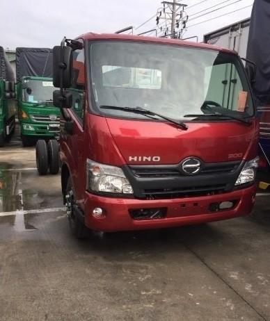Giá xe tải Hino 5 tấn bao nhiêu?