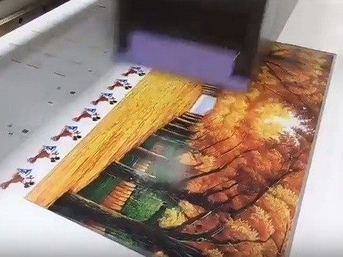 Máy phủ bóng UV trên gạch trang trí