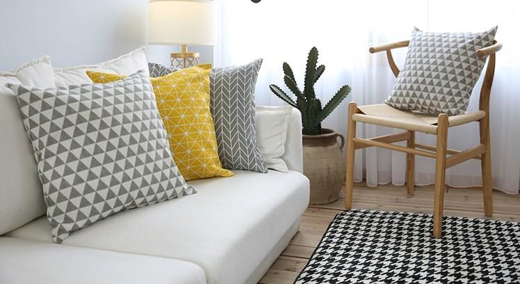 Gối tựa lưng Aura trang trí cùng sofa thêm phần sang trọng hiện đại(2)