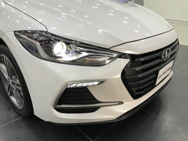 So sánh Hyundai Elantra 2018 và KIA Cerato 2018