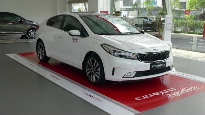 Nội thất và tiện nghiMazda 3 và Kia Cerato 2018(1)