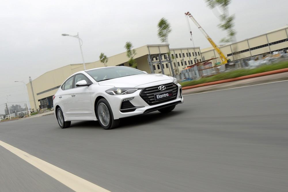 Hyundai Elantra Sport 2018 có gì mới ?(8)