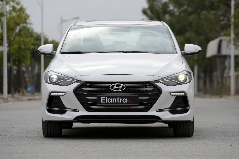 Hyundai Elantra Sport 2018 có gì mới ?