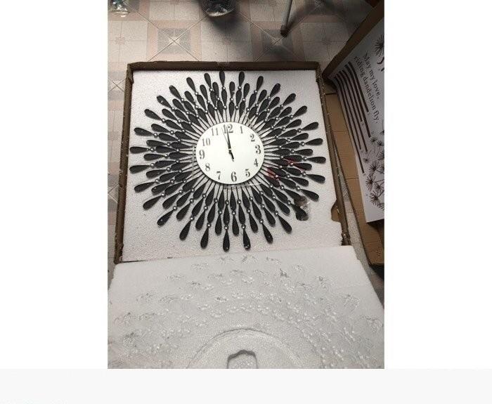 Cách chọn đồng hồ treo tường trang trí phòng khách đẹp(1)