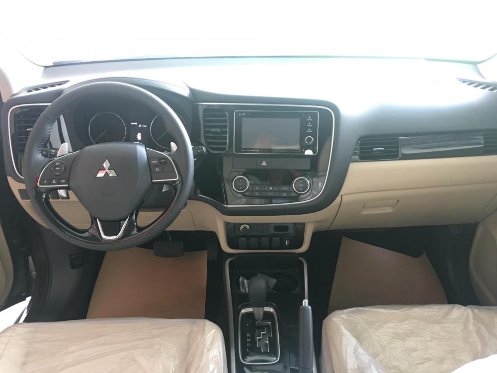 So sánh Mitsubishi Outlander phiên bản lắp ráp và nhập khẩu