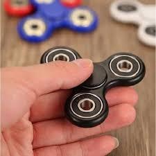 Cách chơi con quay fidget spinner cho người mới nhập môn