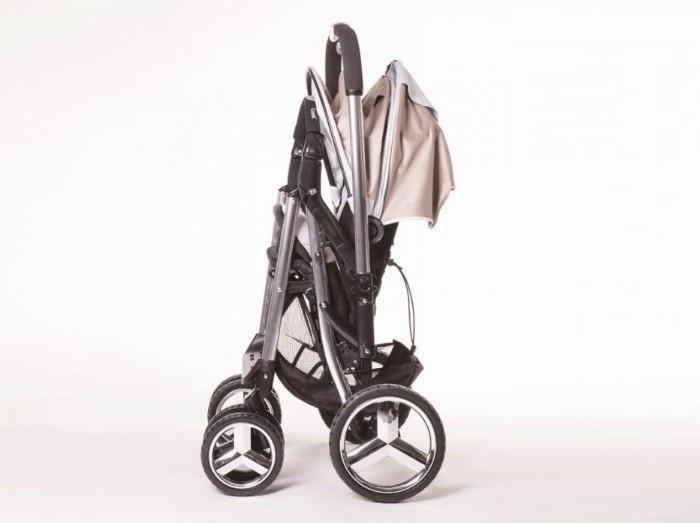 Xe đẩy em bé Nhật Bản có trọng lượng xe gọn nhẹ và gập mở dễ dàng