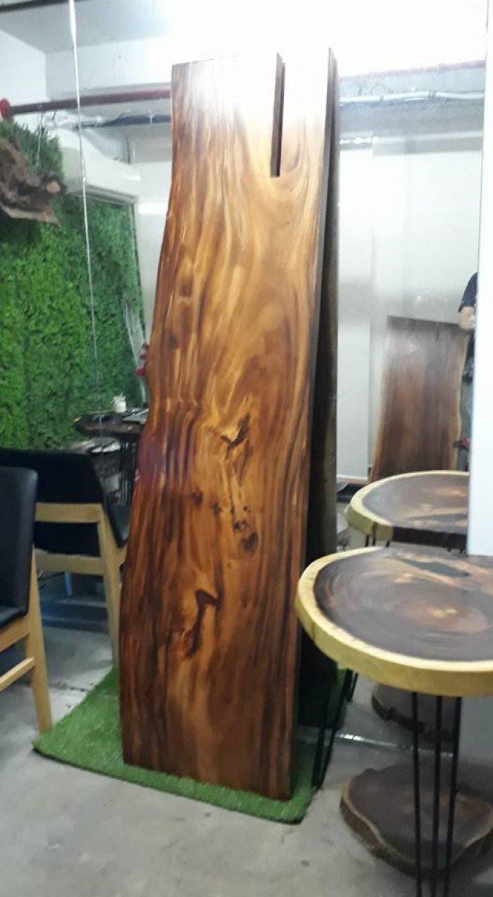 Nhược điểm của mặt bàn gỗ nguyên tấm tự nhiên: