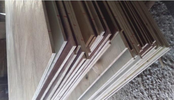 Nhược điểm mặt bàn gỗ công nghiệp
