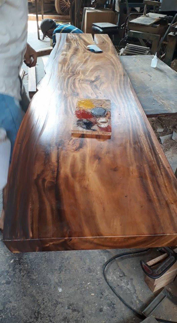 Tư vấn chọn mua: nhận biết mặt bàn gỗ nguyên tấm làm từ gỗ me tây thật giả(1)
