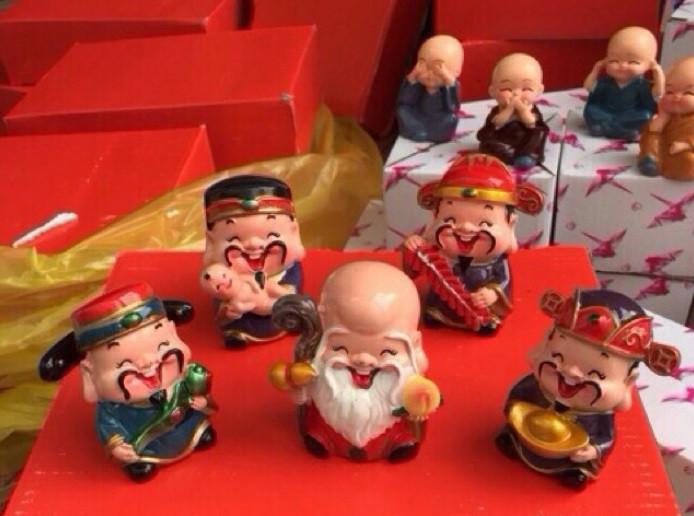 """Bộ tượng 5 ông thần tài ngộ nghĩnh trang trí ô tô, bàn làm việc """"đốn tim"""" giới trẻ Sài Gòn(6)"""