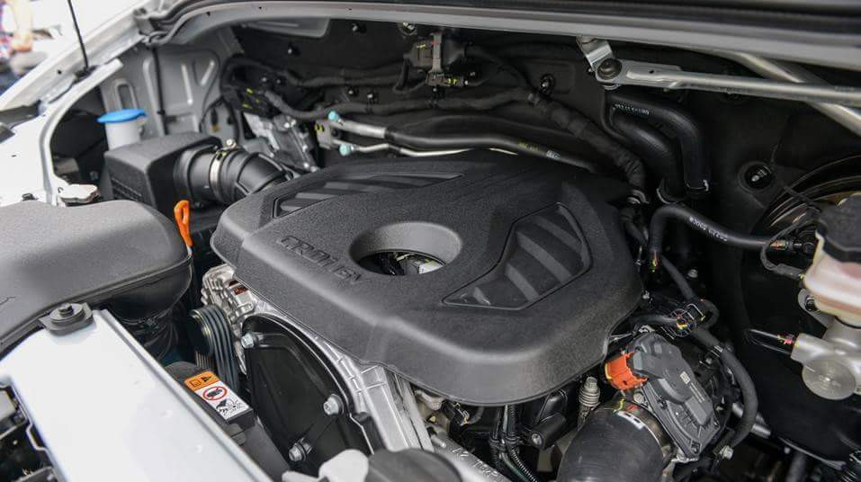 Đại lý Hyundai Dũng Lạc TP. Vinh- Nghệ An là đại lý chính thức của Hyundai Thành Công chuyên phân phối, bảo hành các dòng xe của Hyundai Thành Công ngoài ra công ty chúng tôi còn phân phối các dòng xe của tập đoàn Dehan Hàn Quốc, Dongben với giá cả cạnh tranh, chế độ hậu mãi, phụ tùng chuyên nghiệp. Chúng tôi xin giới thiệu đến quý khách hàng sản phẩm mới: Xe du lịch 16 chỗ Hyundai Solati. Với thiết kế mới Hyundai Solati mạng đậm kiểu dáng của dòng xe sang Santafe.