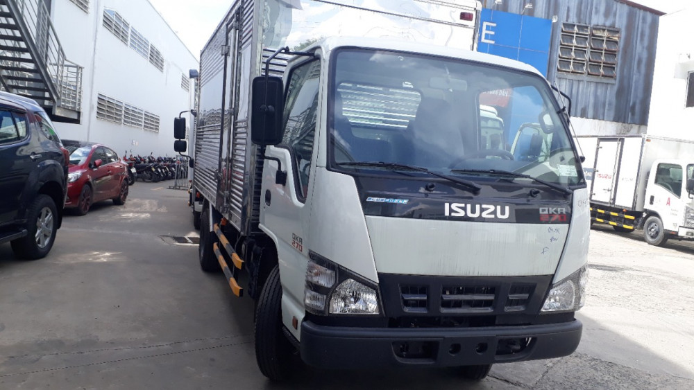 Mặt trước cabin  Xe tải Isuzu 2.9 tấn QKR77HE4