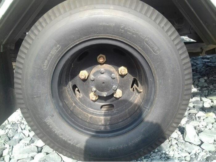 Bánh xe trước và bánh xe sau Xe tải Isuzu 2.9 tấn QKR77HE4