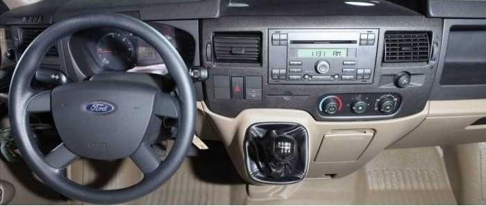 Hơn chục năm qua, xe ford transit luôn được biết đến là dòng xe ăn khách nhất thị trường xe khách với logo được gắn tên Ford nổi tiếng. Dòng xe minibus sang trọng được công nhận trên toàn thế giới về độ bền, động cơ mạnh mẽ, tiện nghi hiện đại. Nối tiếp những thành công đó, mẫu XE FORD TRANSIT 16 CHỖ 2018 tự tin là dòng xe số 1 về thị trường, số 1 về độ an toàn, số 1 về chất lượng, với lối thiết kế 16 chỗ ngồi cảm giác lái đầm chắc, tiện nghi cho hành khách về hàng ghế bố trí gập riêng biệt, lối đi rộng rãi giúp khách hàng luôn dễ chịu trong những chuyến đi xa. Thiết kế ngoại thất mạnh mẽ sang trọng và tiện nghi. Với chiều dài tổng thể (DxRxC) là 5780 x 2000 x 2360mm Xe Ford Transit 2018 sở hữu hình ảnh hầm hố phong cách mang đậm bản chất dòng xe đến từ mỹ để lại ấn tượng của 1 chiếc xe minibus hiện đại. Đầu xe được thiết kế với logo ở giữa, mặt galang 17inch trong suốt được mạ crom sáng bóng, lưới tản nhiệt hình thang mang lại điểm nhấn mạnh mẽ nhưng không kém phần sang trọng dành cho con xe này. Hệ thống đèn chiếu sáng phía trước được thiết kế tinh xảo hơn, so với phiên bản xe transit phía trước thì ở lần này ánh sáng đèn cũng được tăng lên rõ rệt, tài xế dễ dàng quan sát hơn khi trời tối. Nội thất xe ford transit 2018, thay đổi để hoàn thiện hơn. Lần ra mắt này, nội thất Ford Transit 2018 được lấy làm tâm điểm với không gian bên trong vô cùng hiện đại, khoang lái vô cùng tĩnh lặng cùng các thiết bị giảm ồn chủ động và giảm rung cho tài xế cũng được để ý tới. Màu sắc trên xe khá hài hòa mang lại khoảng không gian tiện ích trên cabin hơn. Một vài thông tin rò rỉ thì Ford Transit 2018 có trang bị thêm bộ phát sóng Wifi, máy lạnh, ngăn chứa đồ nhiều hơn, mang lại cảm giác hứng khởi cho cả gia đình trên suốt chặng đường dài. Đại lý An Đô Ford với kinh nghiệm hoạt động từ 2007 là một trong những đại lý lâu năm nhất của toàn bộ hệ thống đại lý Ford Việt Nam. An Đô Ford chuyên cung cấp các sản phẩm xe ô tô Ford theo tiêu chuẩn của Ford Việt Nam như: vua bán tải Ford Rang