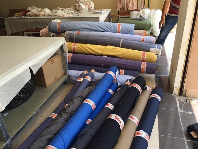 Kho vải may đồng phục công sở tại xưởng may Trang Trần