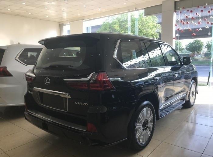 Xe Lexus LX 570 Super Sport 2018 giá bao nhiêu?(9)