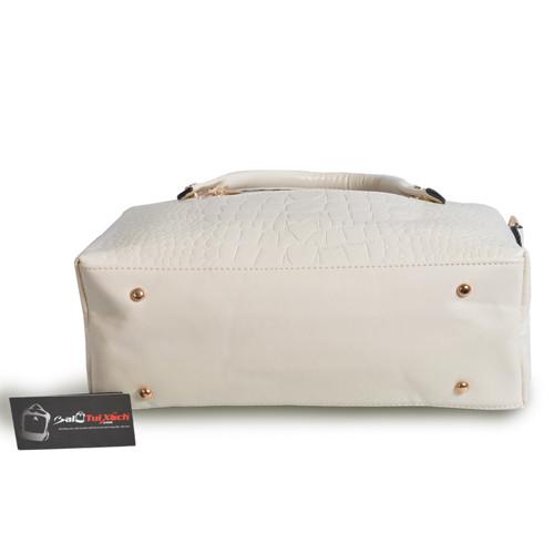 Mẫu bộ 3 túi xách màu trắng - mặt dưới túi xách lớn