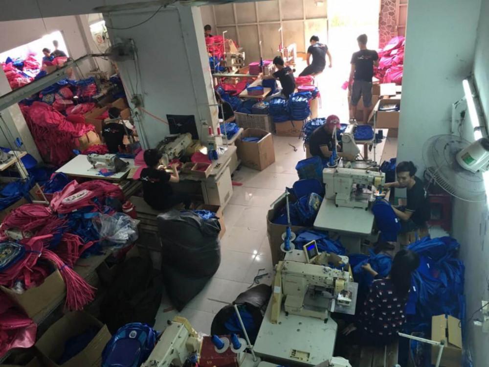 Phân xưởng may balo túi xách vải dù