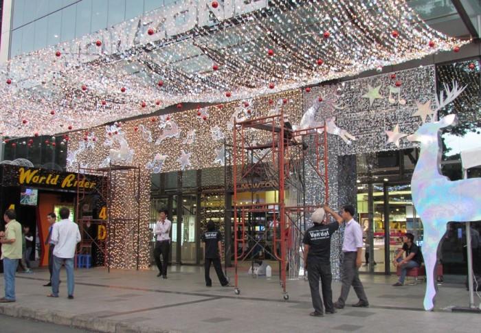 Thi công trang trí theo chủ đề phía ngoài trung tâm thương mại