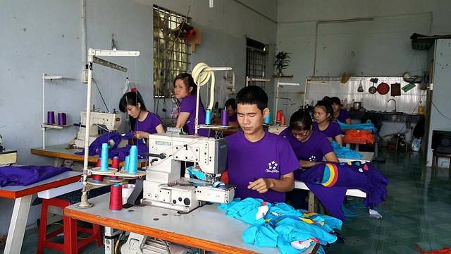 Phân xưởng may áo thun đồng phục số lượng ít tại TPHCM