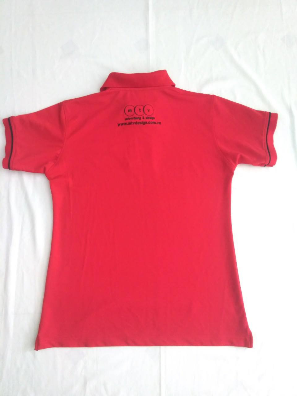Mặt sau của áo thun đồng phục công ty