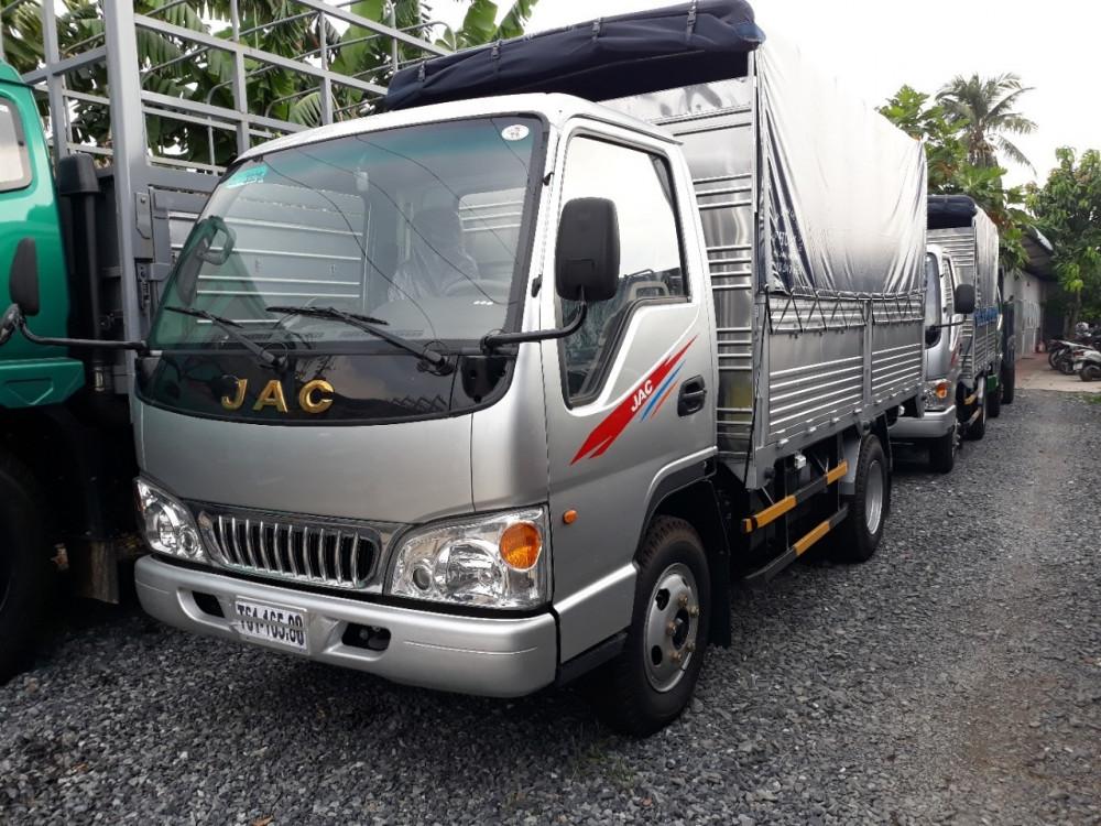 Kiểu dáng xe tải Jac 2t4 thùng mui bạt sang trọng