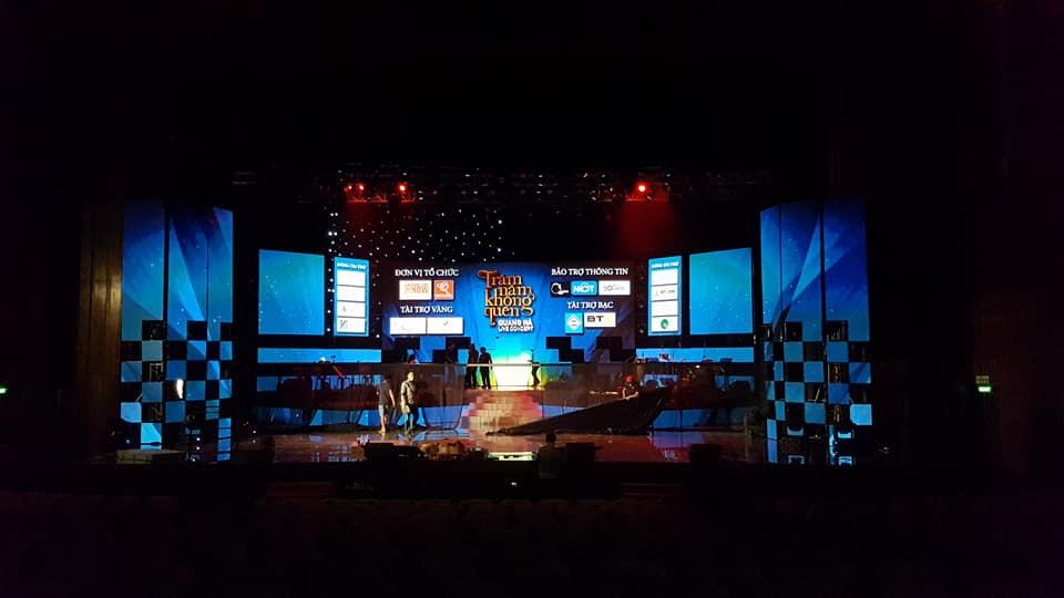 Thiết kế & thi công lắp đặt màn hình Led sân khấu có chính, có phụ - tạo chiều sâu cho sân khấu