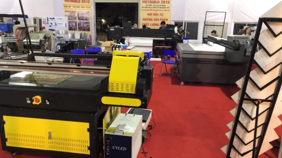 Máy in UV khổ nhỏ - dòng máy in phẳng - ảnh chụp tham gia hội chợ Vietbuild
