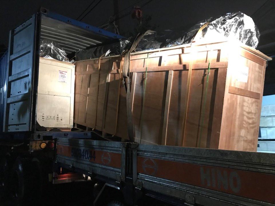 Máy in decal khổ lớn được vận chuyển về tận địa chỉ xưởng in của khách hàng
