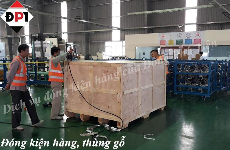 Đóng gói kiện hàng, máy móc bằng thùng gỗ