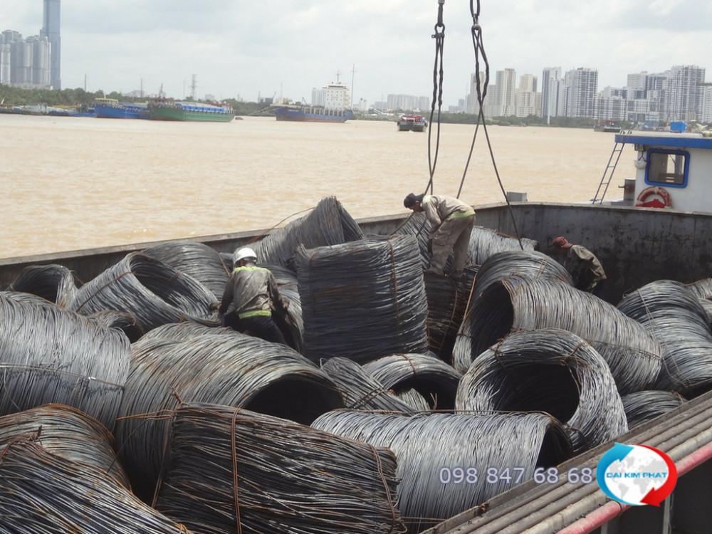 Cho thuê sà lan vận chuyển hàng sắt thép, vật liệu xây dựng từ TPHCM đi Campuchia