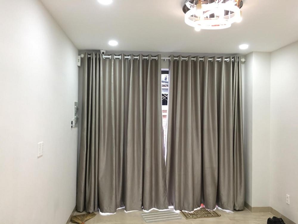 May rèm cửa phòng ngủ màu trơn tạo không gian hài hòa giúp bạn có giấc ngủ sâu