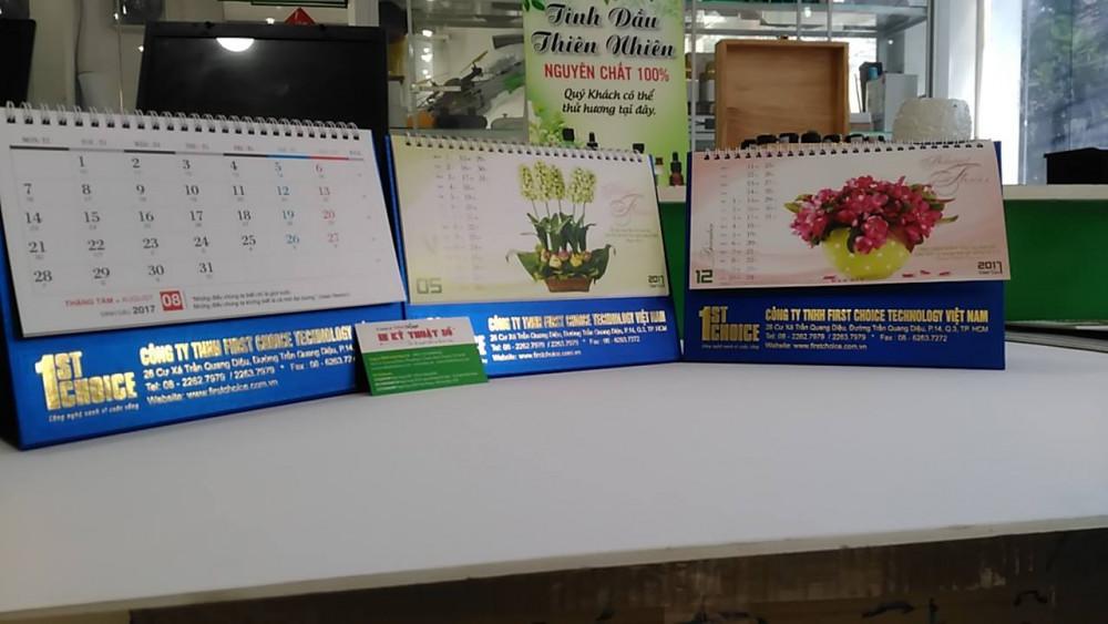 Mẫu lịch để bàn đẹp - In lịch để bàn bình hoa