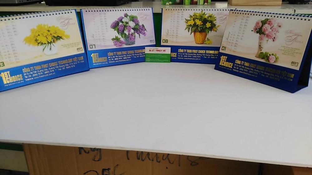 Mẫu lịch để bàn bình hoa, lọ hoa