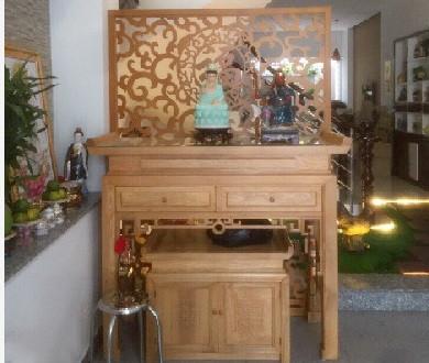 Tháng 8 - mẫu vách ngăn CNC phòng thờ với phòng khách bằng gỗ(2)