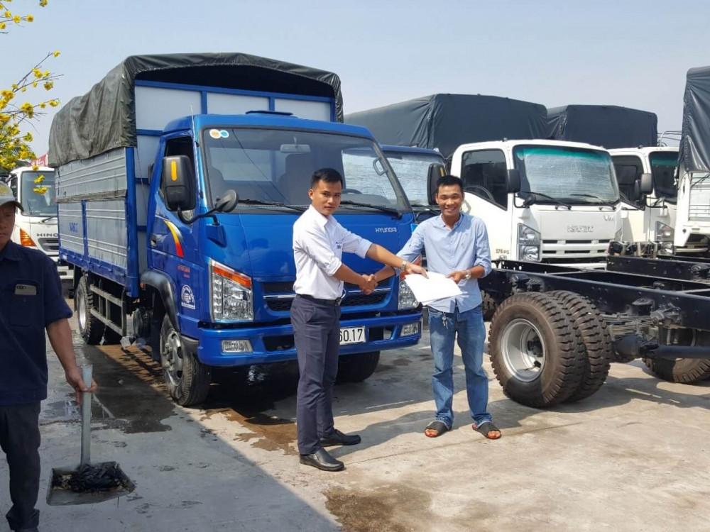 Anh Trung Nghĩa nên tìm địa chỉ uy tín để tìm mua xe tải Isuzu 1.9 tấn