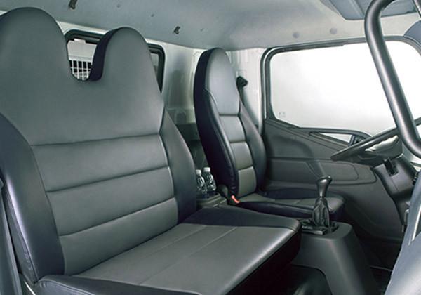 Nội thất xe tải fuso fi an toàn và tiện nghi