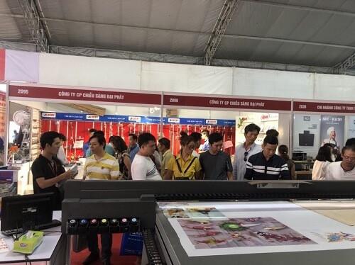 Gian hàng triển lãm máy in phẳng UV của công ty MayInQuangCao.com tại hội chợ VietBuild 2018 vừa qua