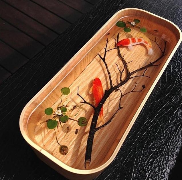 Cách đổ keo epoxy resin trong suốt vẽ tranh cá 3D đẹp độc đáo(2)