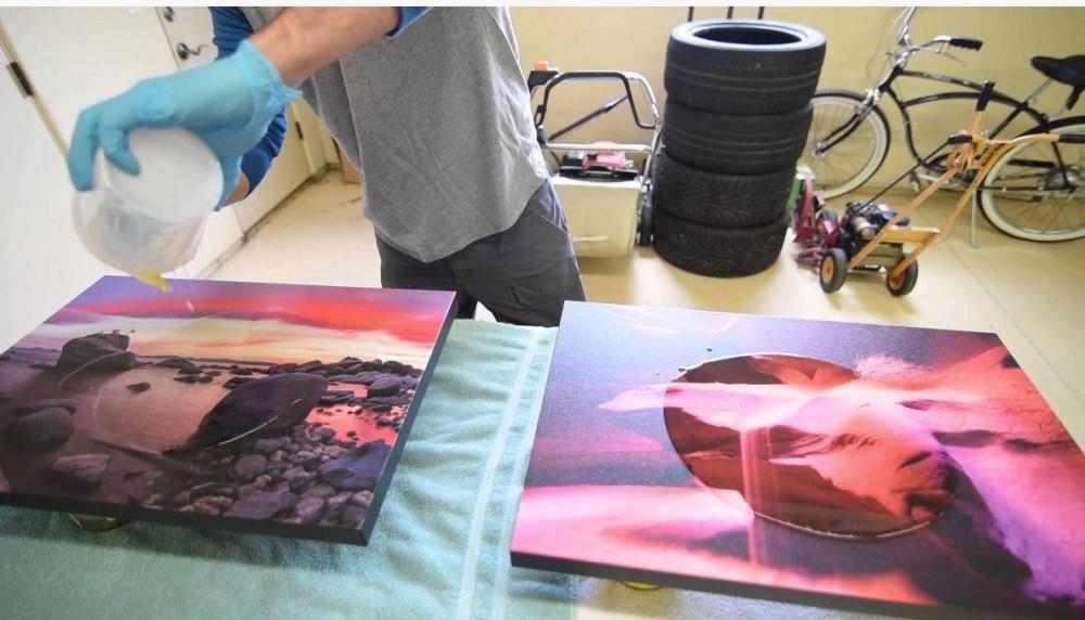 đổ keo resin epoxy làm mặt bàn gương 3D đẹp độc đáo