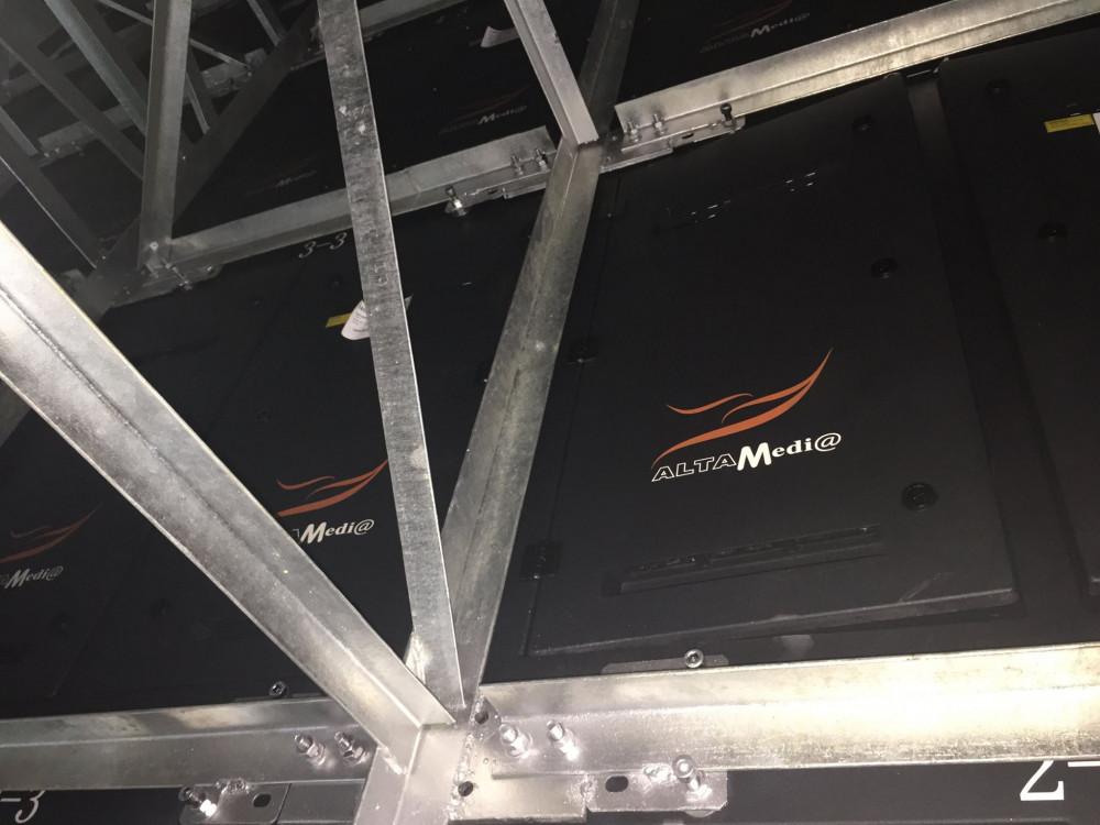 Từng module màn hình led đám cưới được lắp đặt thành màn hình Led sân khấu đám cưới