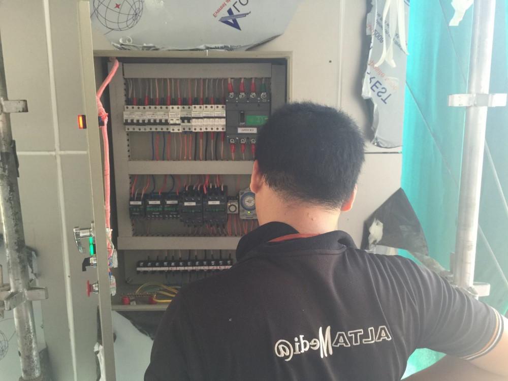 Nhân viên kỹ thuật từ Màn hình Led Âu Lạc (Alta Media) luôn giám sát quá trình thi công, lắp đặt, vận hành cũng như thảo gỡ màn hình led đám cưới